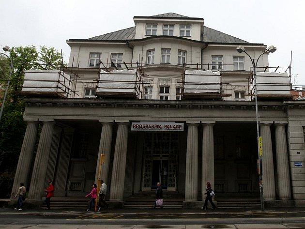 Vila v centru Ostravy, kterou nechal před sto lety postavit podnikatel Karel Kraus, potřebuje opravit sochařskou výzdobu.