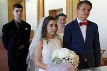 Svatba nanečisto v podání žáků ZŠ Gen. Škarvady v Ostravě-Porubě.