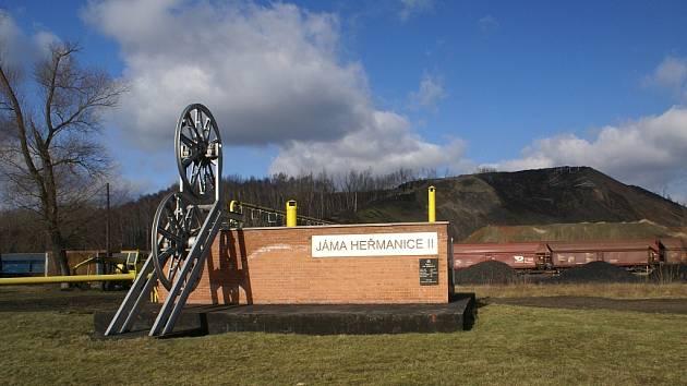 Tato šachta, která měla nejprve názvy Ida, pak Stalin, Rudý říjen a po roce 1989 Heřmanice, skončila těžbu v roce 1993. Prázdnou těžní budovu demoloval výbuch metanu, takže na místě šachty stojí dnes jen stylizovaný památník.