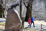 Obora Hukvaldy, socha lišky Bystroušky, 14. března 2020.