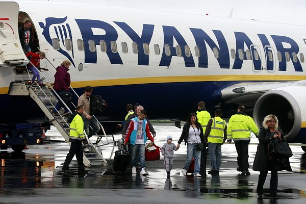 První let zOstravy do Londýna. Pravidelná linka společnosti Ryanair bude do Londýna létat třikrát týdně.