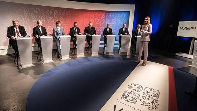 Snímek z televizní debaty politických lídrů Moravskoslezského kraje.