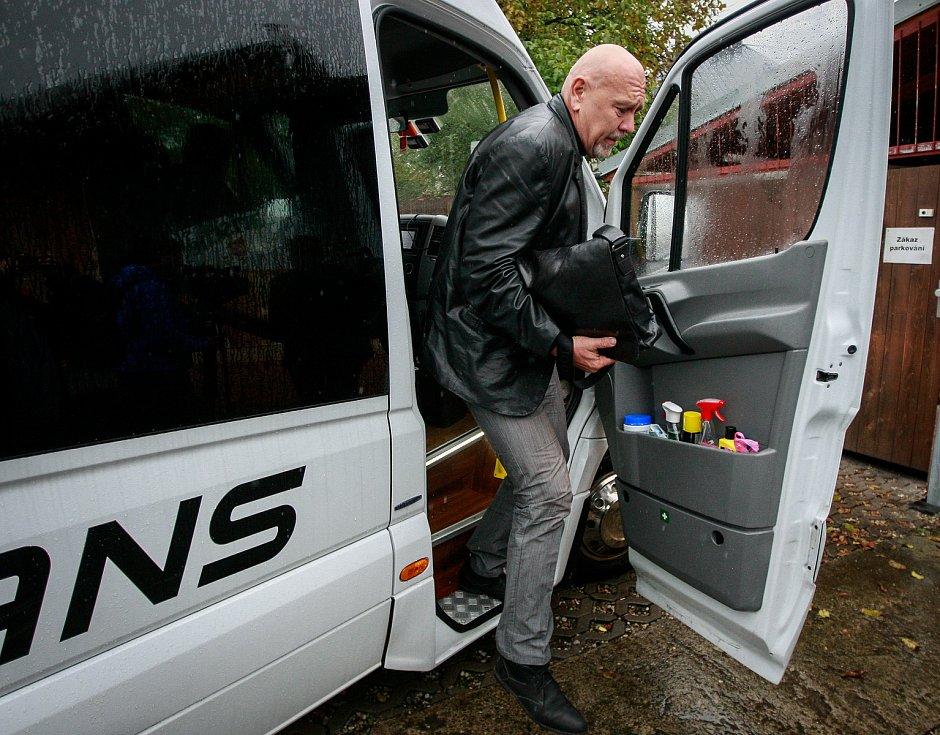 Debata v rámci projektu Deník-bus s volebními lídry za Moravskoslezský kraj. Na snímku Leo Luzar, KSČM