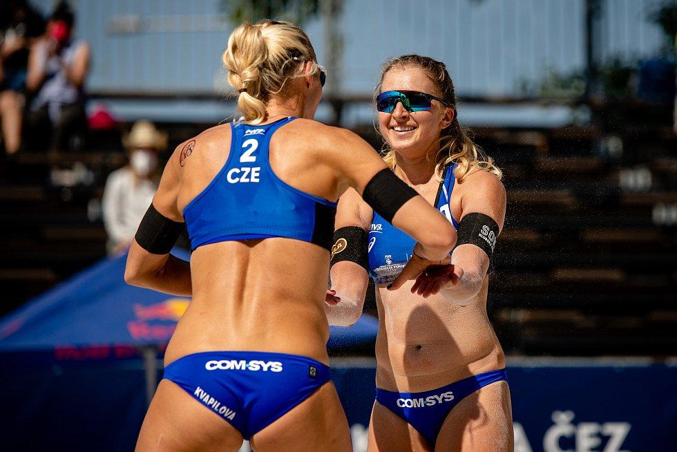 J&T Banka Ostrava Beach Open, 3. června 2021 v Ostravě. Michala Kvapilová (CZE) a Michaela Kubíčková (CZE).