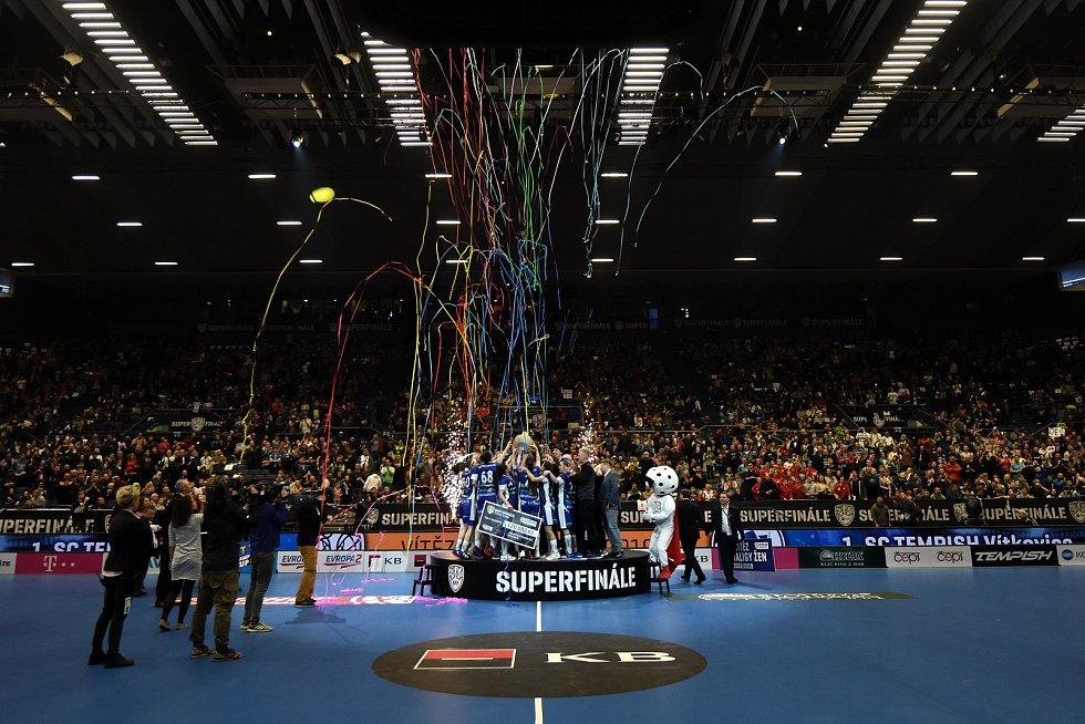 Superfinále play off florbalové superligy žen: 1. SC Tempish Vítkovice - Fetpipe Florbal Chodov, 14. dubna 2019 v Ostravě. Na snímku team Vítkovic.