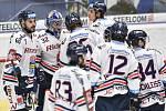 Utkání 32. kola hokejové extraligy: HC Vítkovice Ridera - PSG Berani Zlín, 4. ledna 2019 v Ostravě. Na snímku (zleva) Ivan Baranka, brankář Vítkovic Patrik Bartošák.