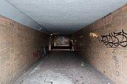 HULVÁCKÁ. Tento podchod je nejodpudivější a nejnebezpečnější, po opravě sem nainstalují i kamery.