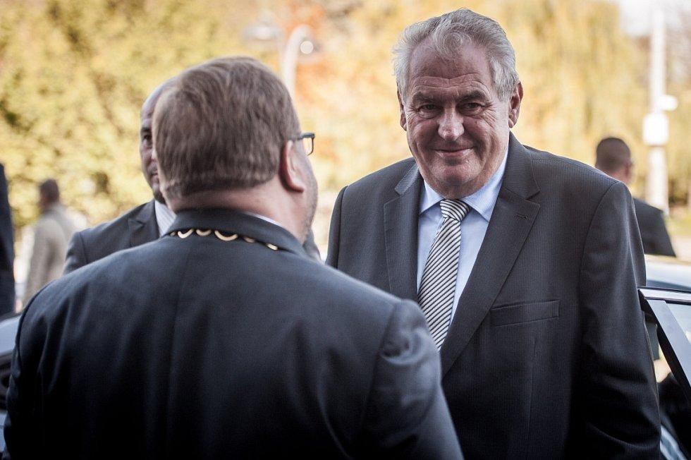 Prezident Miloš Zeman svou v pořadí již třetí návštěvu Moravskoslezského kraje zahájil jako obvykle návštěvou krajského úřadu v Ostravě.