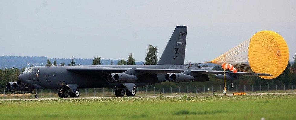 Na přistávací plochu Letiště Leoše Janáčka Ostrava ve středu odpoledne dosedl strategický bombardovací letoun dlouhého doletu B-52.