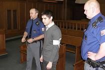 Soud projednává případ nešťastné lásky. Obžalovaným je Libor Taschka, který málem zabil svou spolužačku.