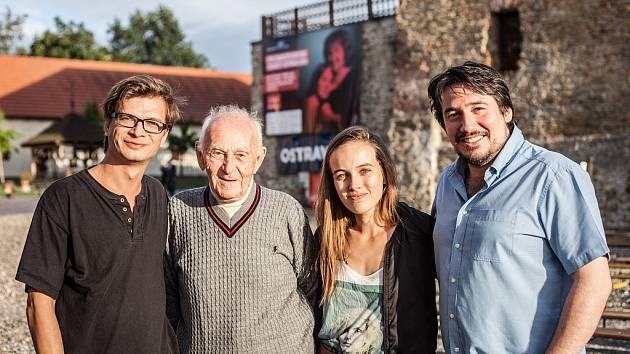 Jan Sklenář (Romeo), Luděk Eliáš, Tereza Voříšková (Julie) a Vladimír Polák, umělecký šéf LSS v Ostravě.