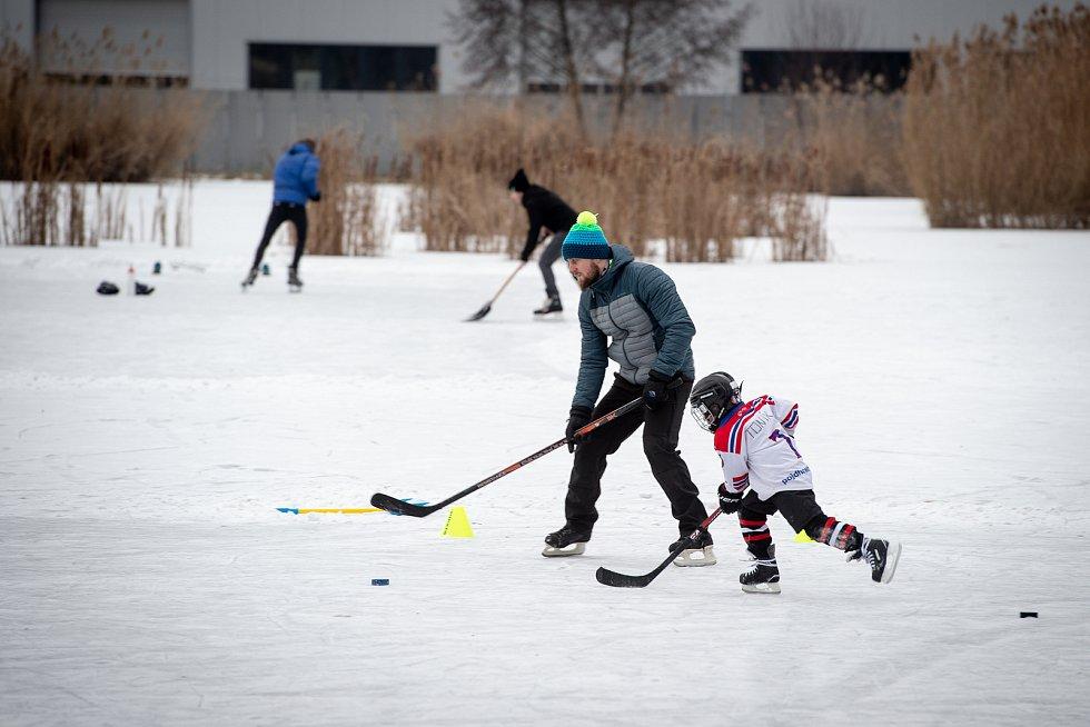 Bruslení na zamrzlém rybníku v Porubě, 25. ledna 2019 v Ostravě.