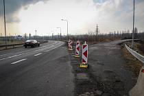 Budování dočasného dálničního sjezdu finišuje. Určen je ale pouze pro období stavby. O trvalém napojení se zatím jedná.