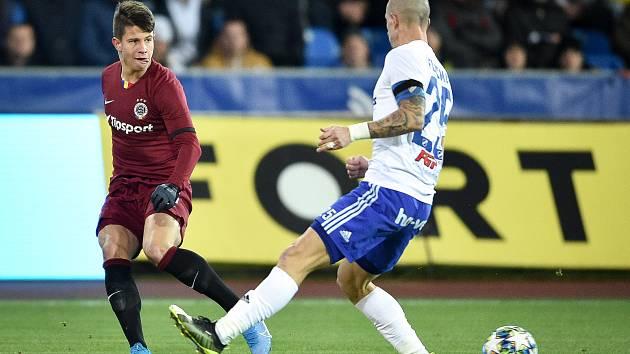 Utkání 20. kola první fotbalové ligy: Baník Ostrava - Sparta Praha, 14. prosince 2019 v Ostravě. Na snímku (zleva) Adam Hložek a Jiří Fleišman.