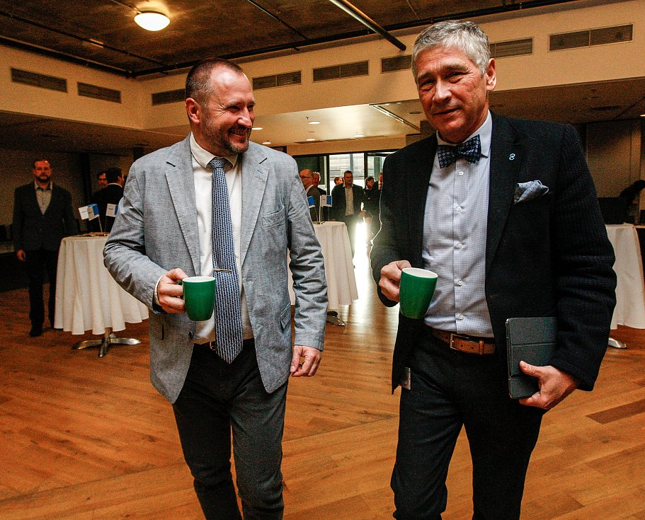 Snídaně s hejtmanem.vlevo Jakub Unucka, vpravo Ivo Vondrák