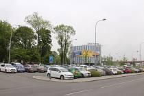 Parkovací místa u vlakového nádraží Ostrava-Svinov, květen 2019.