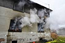Zásah hasičů u požáru domu v Radvanicích.