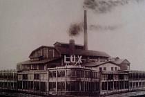 TOVÁRNA LUX. Přívozská továrna Lux vyráběla žárovky. V důsledku hospodářské krize musela provoz zastavit. Byla v činnosti jen čtrnáct let.