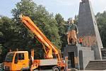 Sochu rudoarmějce v ostravských Komenského sadech před časem pomaloval vandal