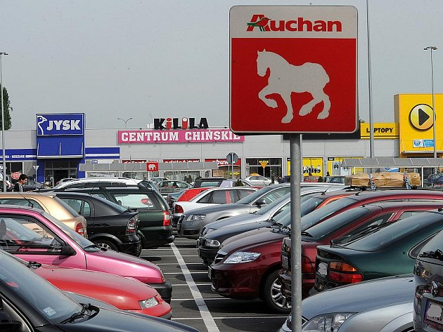 V poslední době ale rapidně přibývá lidí z Česka, kteří míří i do velkých obchodních center. Až k obchodnímu centru Auchan v Raciborzi je to z Ostravy necelých osmatřicet kilometrů.