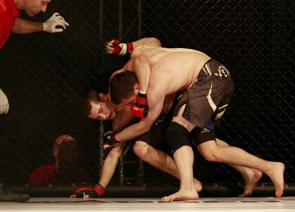 První galavečer v MMA Victory Fighting Championship se povedl.