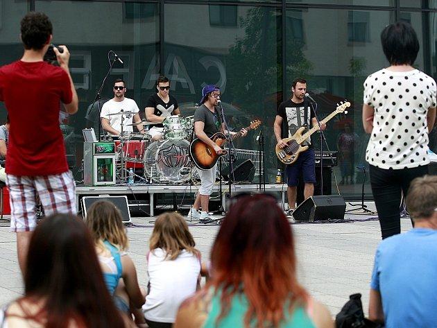 Na loňském Festivalu v ulicích města vystoupila i skupina Fiha.