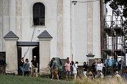 Natáčení filmu Tři na hřbitově ve Velkých Heralticích, Košetice ve Slezsku, 12. srpna 2017.