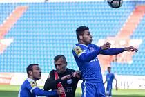 Krajní záložník fotbalových Vítkovic Jakub Kučera (vpravo) se už oklepal z nepříjemného zranění ze zápasu proti Pardubicím a v pátek pomohl dvěma góly k vítězství nad Frýdkem-Místkem.
