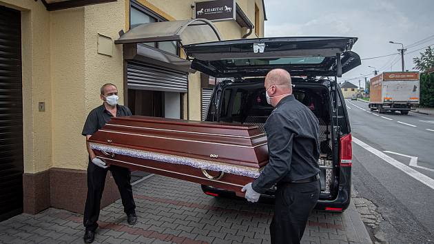 Pohřební ústav Charitas v Ostravě.