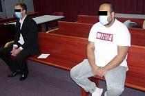 Oba muži učinili prohlášení o vině. To výrazným způsobem urychlilo hlavní líčení a jim zajistilo mírnější tresty.