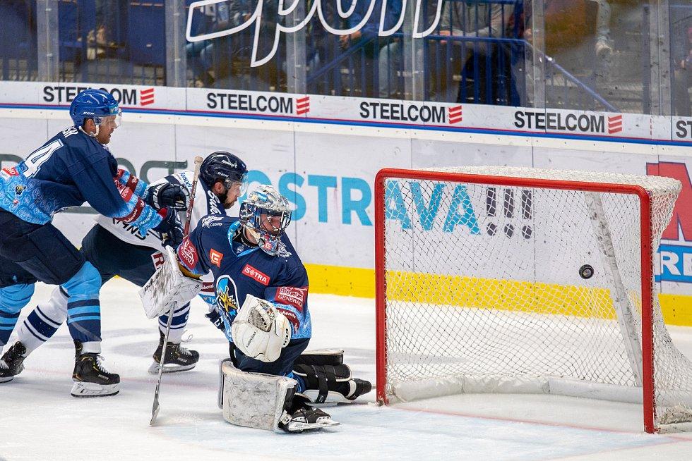 Utkání 17. kola hokejové extraligy: HC Vítkovice Ridera - Rytíři Kladno, 3. listopadu 2019 v Ostravě. Na snímku zleva Roberts Bukarts, Denis Godla.