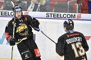 26. kolo hokejové extraligy: HC Vítkovice Ridera - HC Litvínov, 9. prosince 2018 v Ostravě. Na snímku (zleva) Válek Lukáš a Doudera Lukáš.