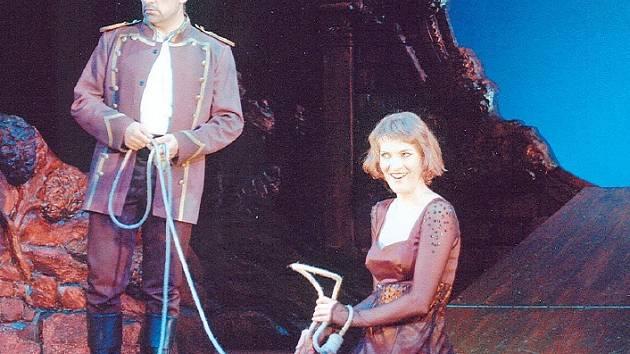 Christiano Olivieri (José) a Anna Číhalová (Carmen) na ostravském jevišti.