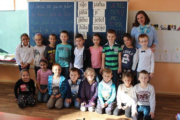 Žáci 1.B, Základní škola Generála Janka 1208, Ostrava-Mariánské Hory, střídní učitelkou Marií Bernadyovou