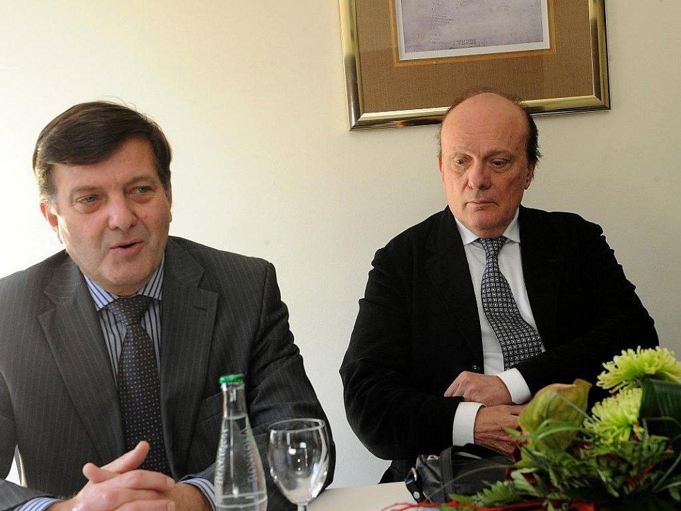 Zdeněk Mácal (vpravo) a Jaromír Javůrek při včerejším setkání s novináři v Ostravě.
