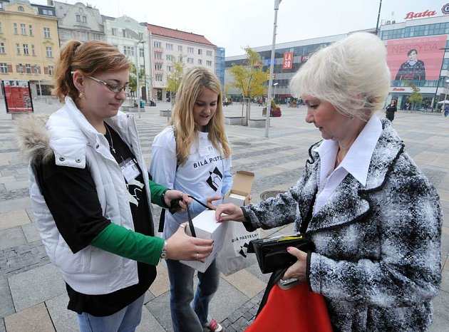 Také v Ostravě měli lidé možnost přispět v rámci sbírky Bílá pastelka na pomoc nevidomým a slabozrakým