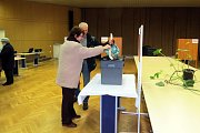 V Novém Jičíně se krátce před 14. hodinou tvořila fronta před volební místností. Zájem byl velký od prvních sekund.