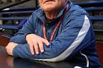 Bývalý úspěšný basketbalista a později legendární kouč Zdeněk Hummel strávil v basketbalovém kolotoči 35 let. Dvakrát dovedl národní tým na evropský šampionát, na klubové úrovni sbíral medaile. Na snímku během angažmá v NH Ostrava.