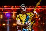 Hudební festival Colours of Ostrava 2019 v Dolní oblasti Vítkovice, 18. července 2019 v Ostravě. Na snímku kytarista skupiny Kryštof Evžen Hofmann.