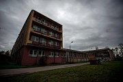 Budovy odborné školy v Ostravě-Kunčicích chátraly a zely prázdnotou takřka pět let. Snímek z listopadu 2017.