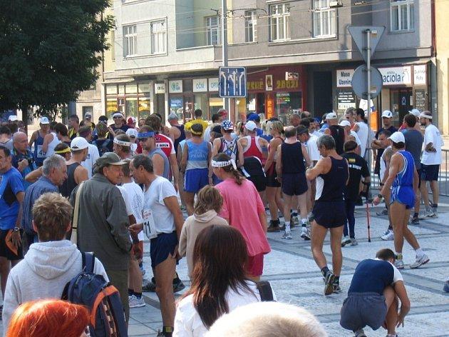 Ostravský maraton 2007 startuje v sobotu 8. září 2007 v 10 hodin pod věží Nové radnice na Prokešově náměstí.