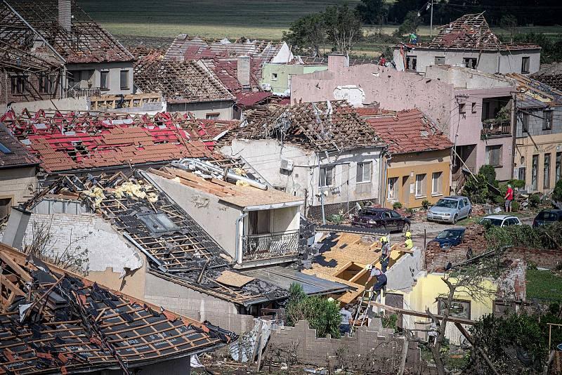 Následky tornáda v Moravské Nové Vsi na Břeclavsku - den poté, 25. června 2021.