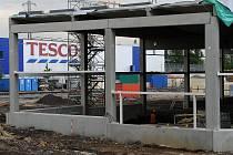 V Třebovicích vedle hypermarketu Tesco roste nová nákupní galerie.