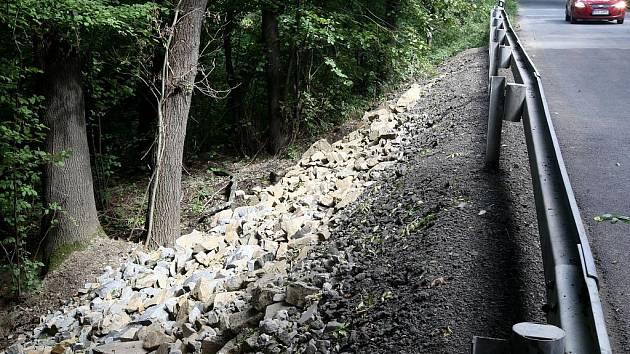 Opravená silnice, kterou poškodila velká voda