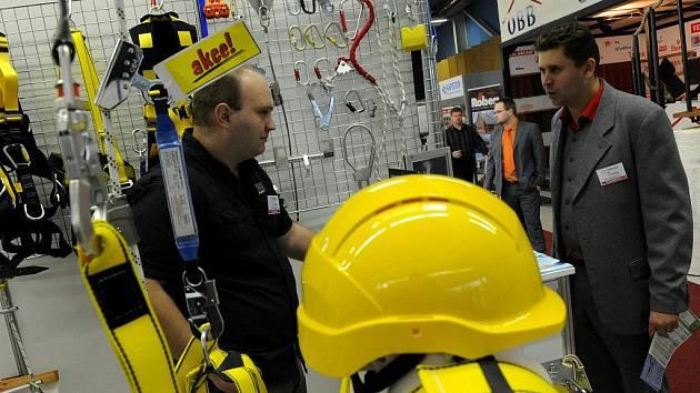 Už dvacátý ročník odborných stavebních veletrhů Střechy, pláště, izolace a Stavba Ostrava byl ve středu zahájen na výstavišti Černá louka.