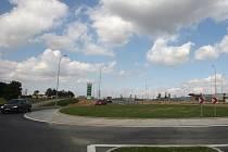 Kruhový objezd u ostravského hypermarketu Globus ve špičce nezvládá nápor aut.