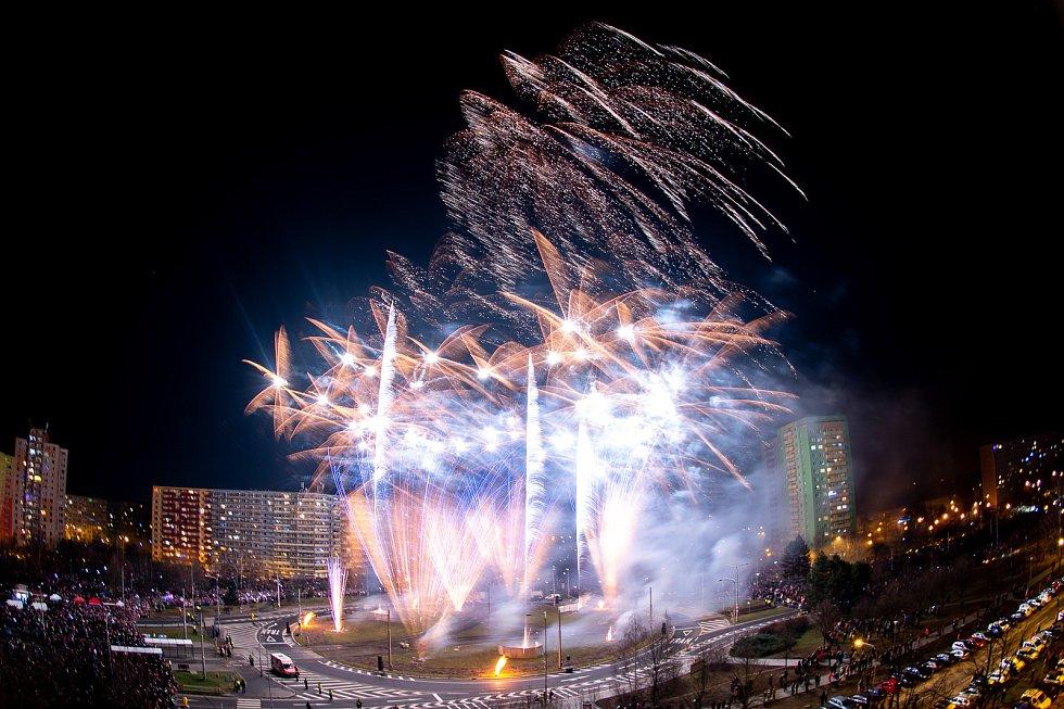 Novoroční ohňostroj v Ostravě-Hrabůvce, 1. ledna 2020.