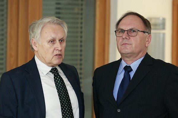 Jiří Lukeš (vlevo) vpátek kategoricky popřel, že by ostravskému primátorovi Tomáši Macurovi nabídl úplatek.