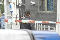 Zásahové jednotky Policie České republiky cvičily v úterý v ostravské České národní bance zásah při přepadení s rukojmími.