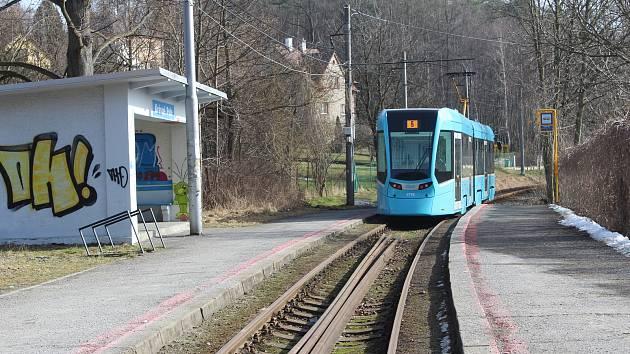 Tramvajová zastávka Krásné Pole.
